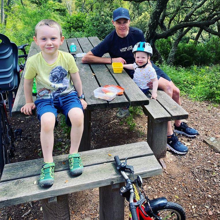 """Chris Froome met zijn kroost enkele dagen geleden op een rustdag met de familie: """"Rest day with the family"""""""