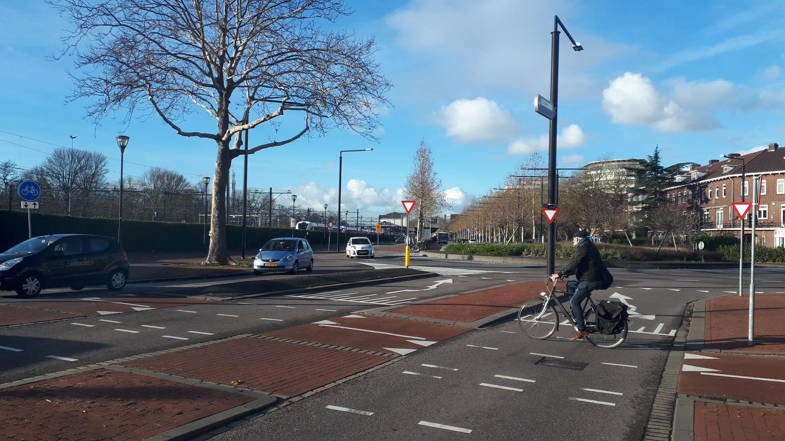 De rotonde op de kruising van de Burgemeester de Raadtsingel, de Transvaalstraat en de Toulonselaan in Dordrecht.
