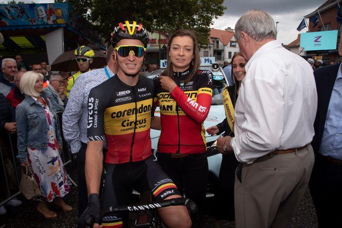 Belgische kampioenen Tim Merlier en Jesse Vandenbulcke aan de start van Heusden koers.
