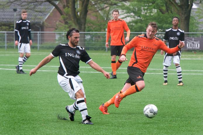 SML, hier op archiefbeeld in actie tegen Voorwaarts Twello, plaatste zich voor de halve finale van de Arnhem Cup.