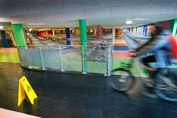 De fietsenstalling onder Doornroosje