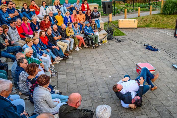 Vorig jaar speelde het Openlucht Theater Nispen het stuk Drie Maal Plankenkoorts.