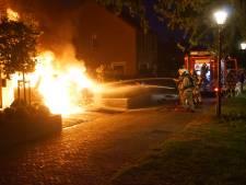 Auto in vlammen op bij woning in Bunschoten, politie houdt rekening met brandstichting