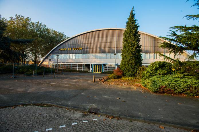 Sporthal Onder de Bogen in Drunen wordt binnenkort gesloopt. De politiek in Heusden ziet er een geschikte plaats in voor de bouw van goedkope huizen. Daarmee zou een streep gaan door plannen de locatie te betrekken bij park De Schroef.