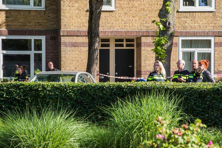 Op 9 juni schiet een twintiger in een zwarte jas met capuchon Zinna in haar hand en been als ze haar woning verlaat. Beeld Maarten Brante