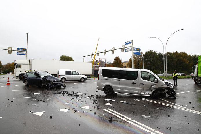 Ravage bij een ongeluk op de IJsselallee.