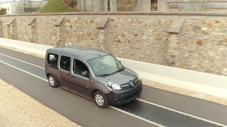 Oplader In Het Asfalt Vult De Accu Van Je E Auto Tijdens Het Rijden