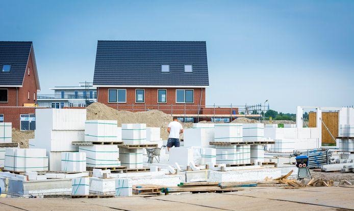Net als in de transport- en logistieke sector neemt ook in de bouw het personeelstekort schrijnende vormen aan.