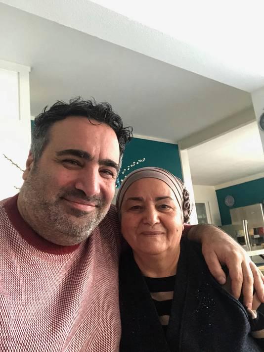 Sinan Can met tante Gülsüm.