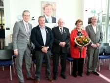 Een officier, vier nieuwe leden van Oranje Nassau in Rhenen