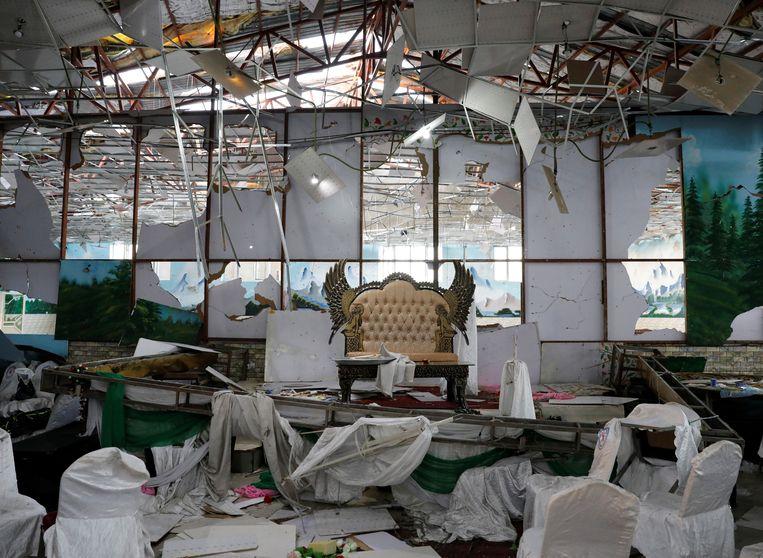 De trouwzaal in Kaboel na de aanslag. Beeld REUTERS