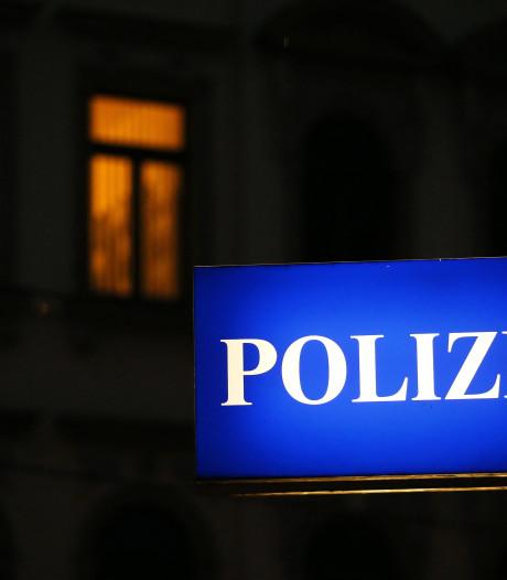 Man steekt baby in Duitsland en springt van balkon