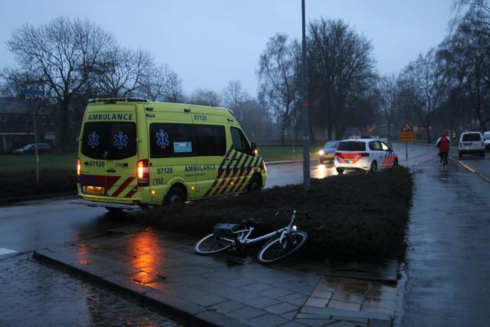 Op de Churchillstraat in Barneveld is vanochtend een fietser gewond geraakt na een aanrijding met een witte bestelbus.