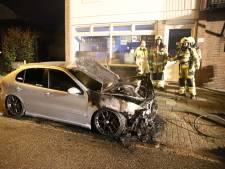 Auto's zwaar beschadigd door brand in Wamel en Beneden-Leeuwen