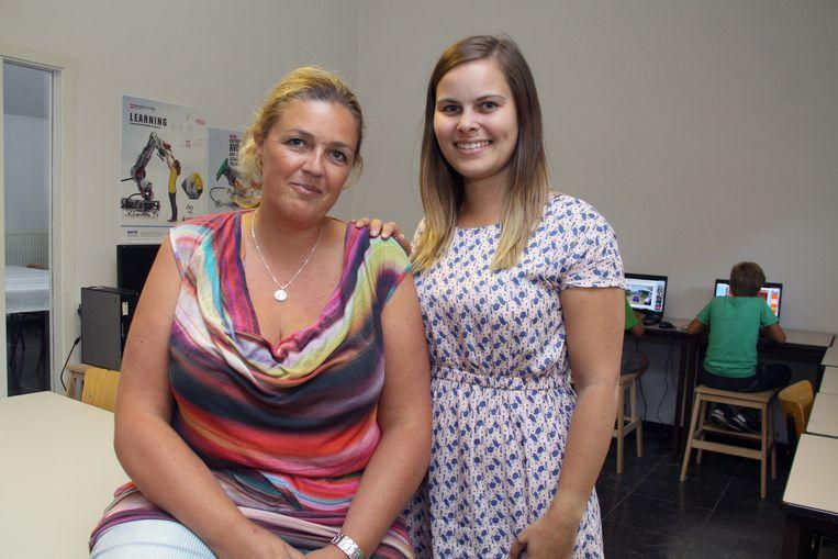 Oprichtster Elke Coorens in de school met de vaste leerkracht Romy Losveldt.