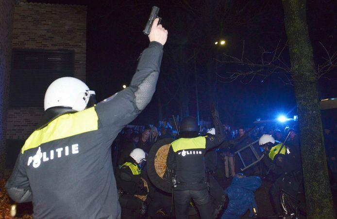 Geldermalsen Er zijn veel protesten tegen de komst van een mogelijke grote azc voor 1500 mensen op en industrie terrein in Geldermalsen zowel op social media en gewoon het oude spandoeken bij het gemeentehuis.. Foto William Hoogteyling