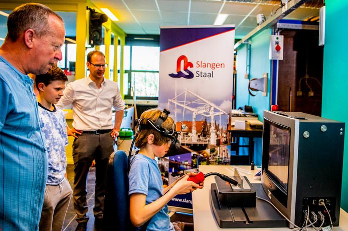 Kinderen en jongeren maken bij MBO Rijnland in Gouda kennis met techniek.