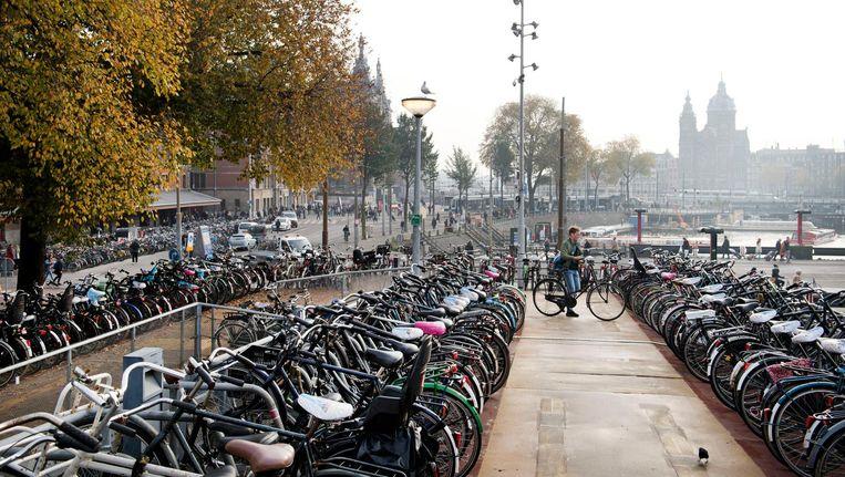 De stad zoekt oplossingen voor de overvloed aan fietsen Beeld anp