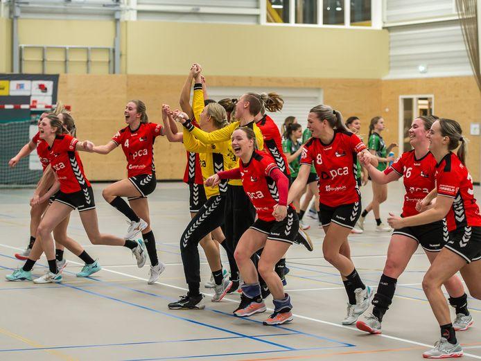 Het feest van Kwiek is niet voor niets geweest, de handbalsters uit Raalte hebben te horen gekregen dat ze - ondanks de coronacrisis - toch naar de eredivisie promoveren.