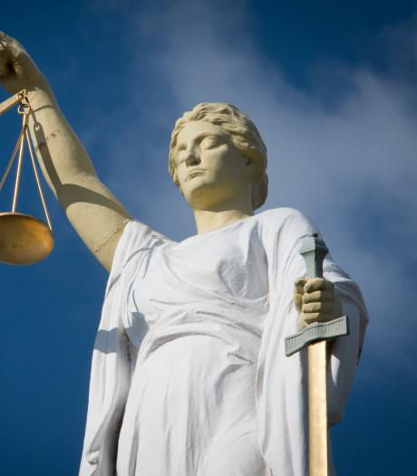 LIVE  Eis: zeven jaar cel tegen man die liefdesrivaal aftuigde met houten stok