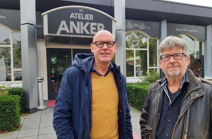 De stichting Wie Wilt Wa zet zich niet langer in voor een theater/concertzaal in Wierden. Op de foto de bestuursleden: Johan Mensink (links) en Jan Assink.