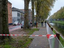 Filmende ramptoeristen in Den Bosch, sommige probeerden onder het afzetlint te kruipen