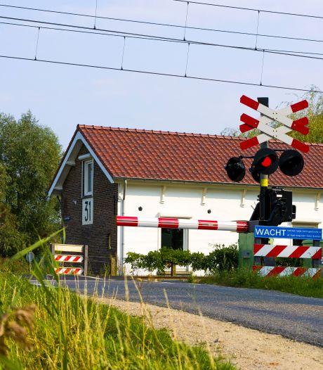 Jarenlang woonde Hans naast het beukende geluid van treinen, maar hij vertrekt door windmolenoverlast