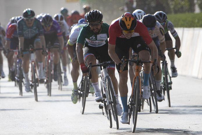 Arvid de Kleijn (rechts naast winnaar Phil Bauhaus) eindigde onlangs nog als derde in de slotetappe van de Saudi Tour.