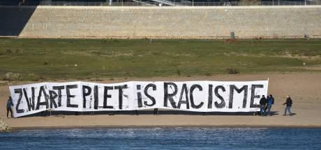 Spandoek 'zwarte piet is racisme' verwijderd van Waaloever