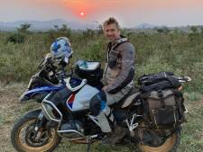 Waldemar Torenstra trok als Kuifje door Afrika: 'Soms reden we 16 uur op een dag'