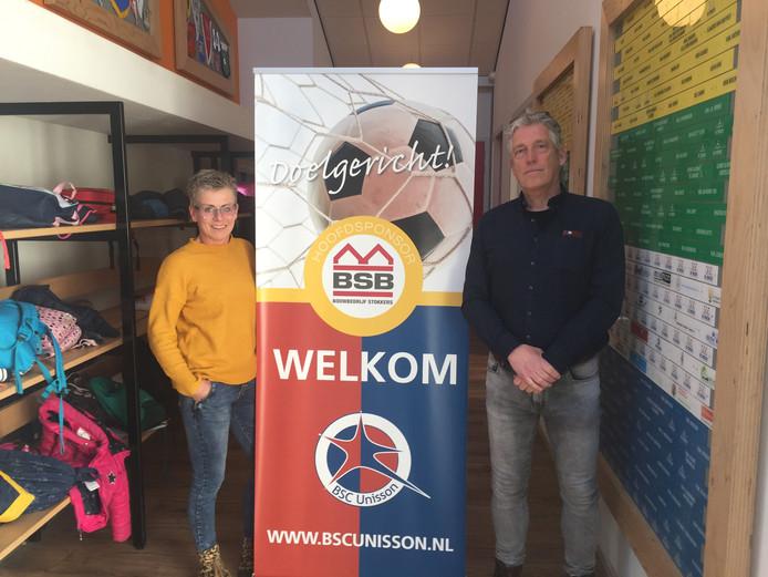 Voorzitter Rob Stokkers (rechts) en Ferranic Gerritsen van de jubileumcommissie.