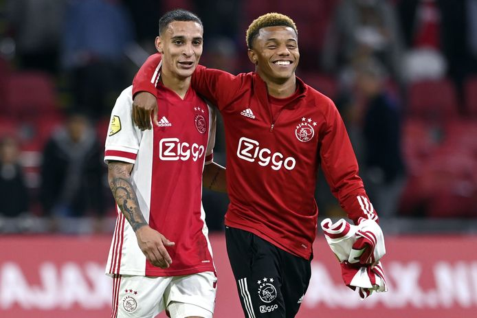 Antony (links) en David Neres.