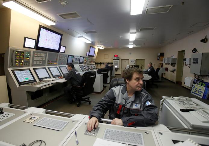 Employés en salle de contrôle