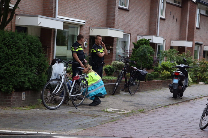 Fietsers en scooter botsen op Kloosterdreef in Eindhoven