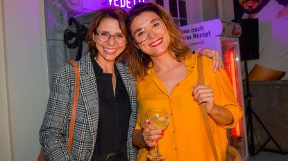 IN BEELD. Half BV-land is wandelend reclamebord voor brillen Eline De Munck