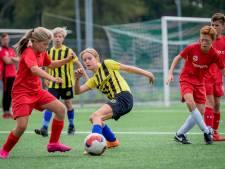 Op het voetbalveld valt het onderscheid weg in Enschede
