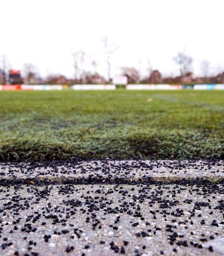 Bewoonster krijgt geen gelijk van Raad van State: rubberkorrels op Montfoortse kunstgrasvelden mogen voorlopig blijven liggen