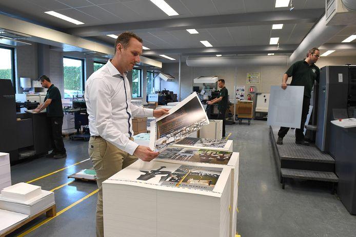 Maarten Weemen in de drukkerij.