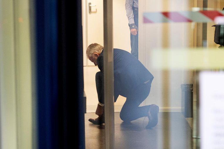 Peter R. de Vries trok uiteindelijk wel zijn schoenen uit bij de veiligheidscontrole. Beeld anp