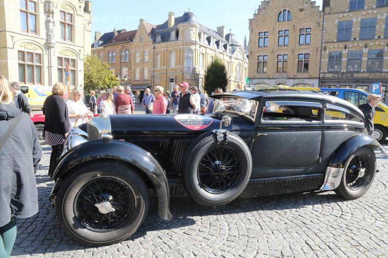 Deze Bentley kon heel wat toeschouwers bekoren.