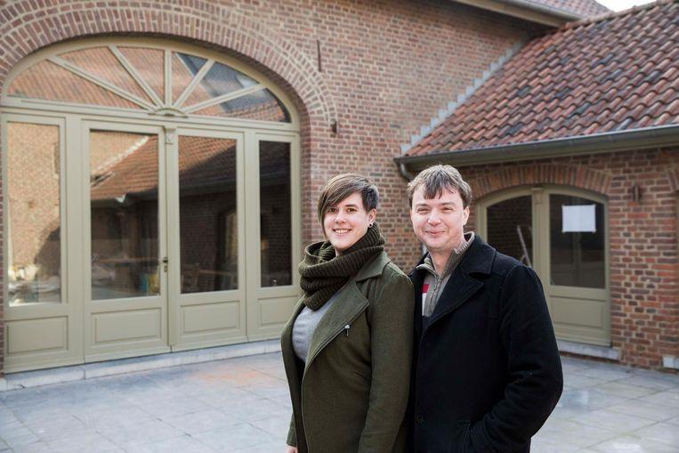 Myrthe en Guus aan hun restaurant Poort 82 in Maasmechelen.