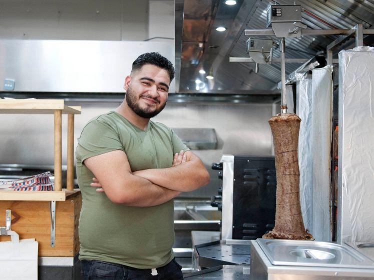 Kebab, zweet en tranen: kebabverkoper Ammar is een hit