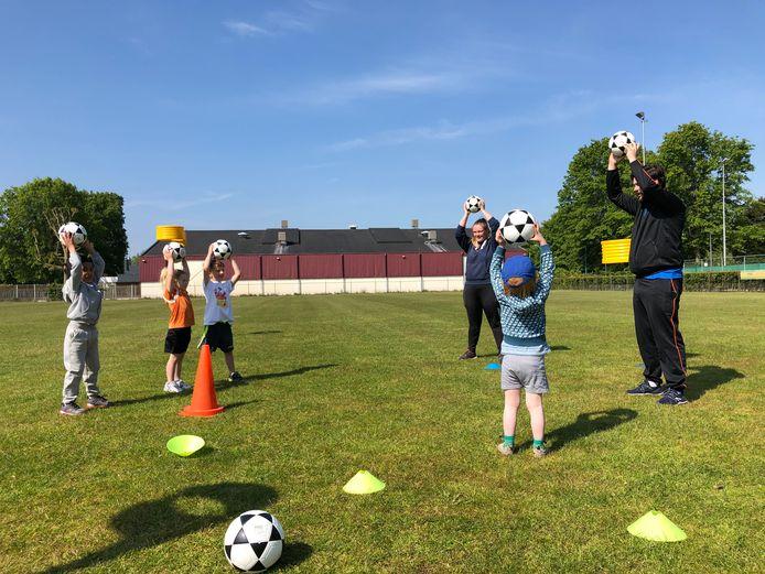 Een training van een van de jeugdteams van de Helmondse korfbalvereniging OEC.