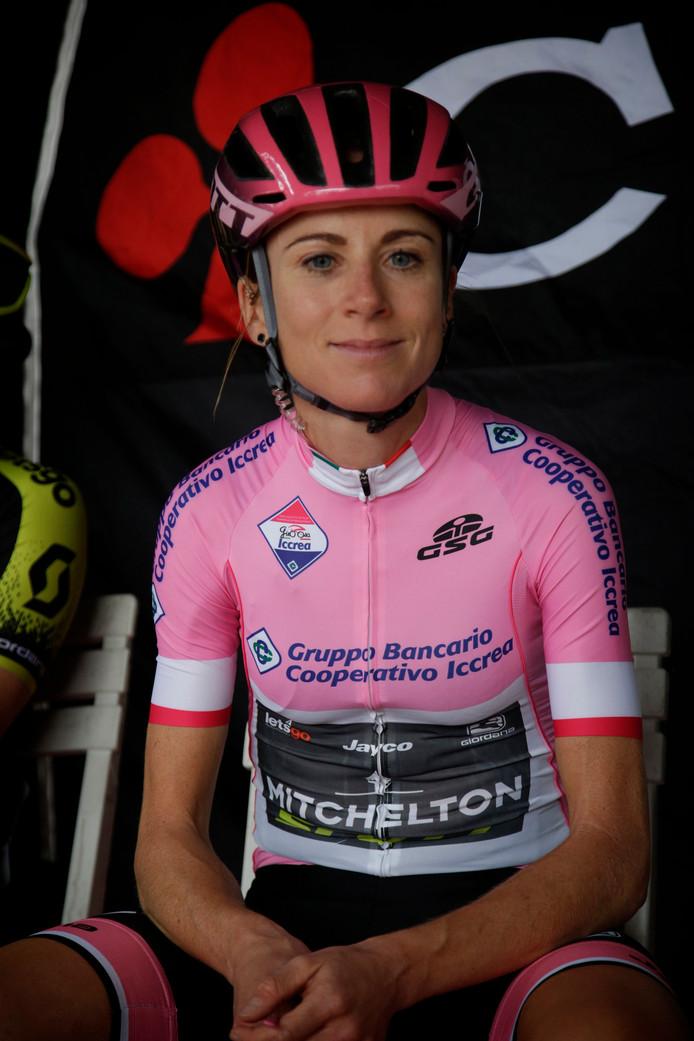 Annemiek van Vleuten tijdens de Ronde van Italië.