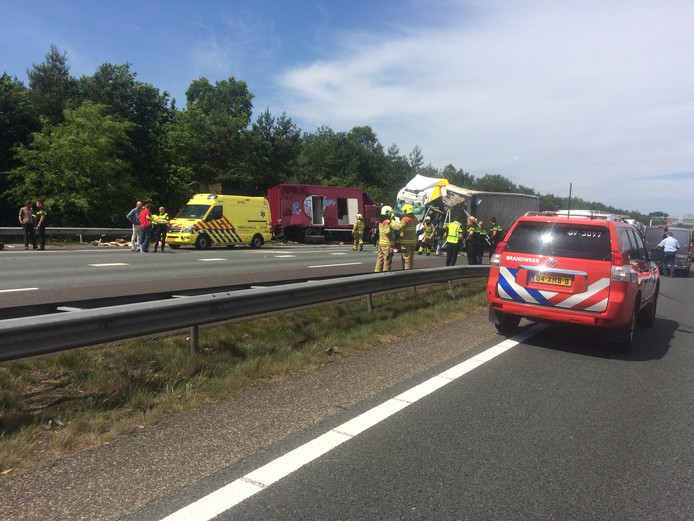 Zwaar ongeluk met vrachtwagen op A12 bij Arnhem.