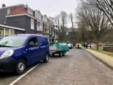 Man valt uit bestelbusje in Arnhem waarna zware aanhanger over hem heen rijdt