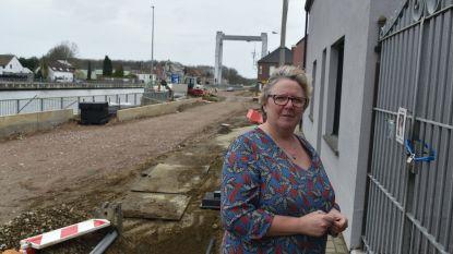 Werken Oostvaartdijk opnieuw vertraagd door... eerdere vertragingen: bewoners pas in late najaar 'verlost' van werf voor hun deur