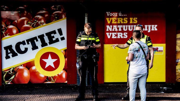 Politie in de wijk Poelenburg in Zaandam waar jongeren voor onrust zorgen door overlast en intimidatie Beeld ANP