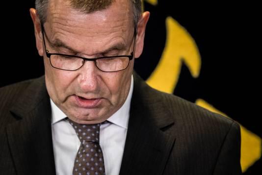 Hulpofficier van Justitie (hOvJ) Jan Eland geeft op politiebureau Maastricht een toelichting aan de pers over de aanhouding van Jos B.