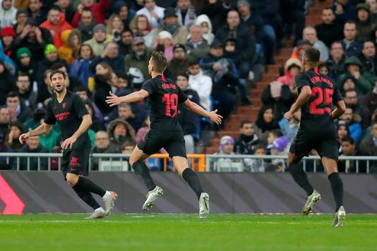 Luuk de Jong viert zijn fraaie gelijkmaker. Even later zou Casemiro de 2-1 voor Real Madrid maken.